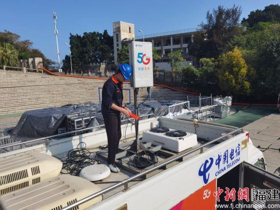 中国电信使用8K+VR全景机器人拍摄校庆场景。