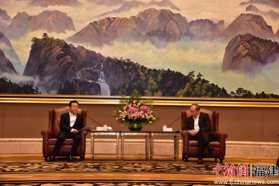福建省委书记尹力会见许荣茂。