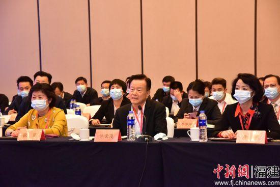 许荣茂在福州座谈会上发言。