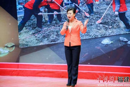 陈晓燕演讲。