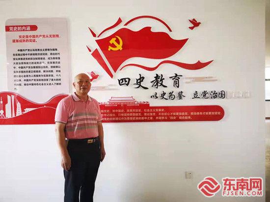 黎明职业大学退休教师李伙穆牢记自己作为一名党员的责任。受访者 供图