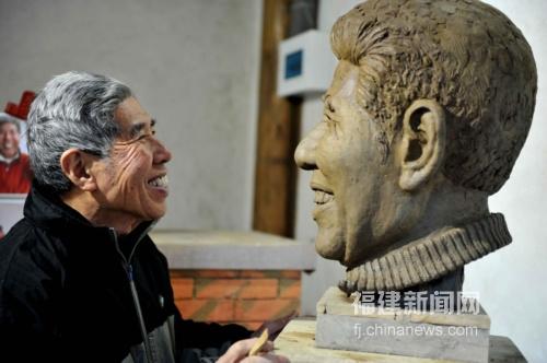福州民间艺术家雕塑自我