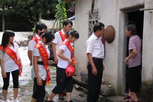 活动成立了关爱老年人志愿服务队.(庄铭 摄)-福建南安柳城成立图片
