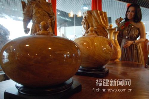 福建新闻网·两岸根雕作品首现福州闽侯橄榄招商节