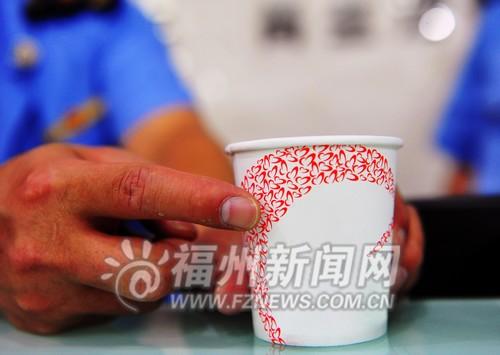不少纸杯的花纹从杯底一直延伸到杯口都不符合标准
