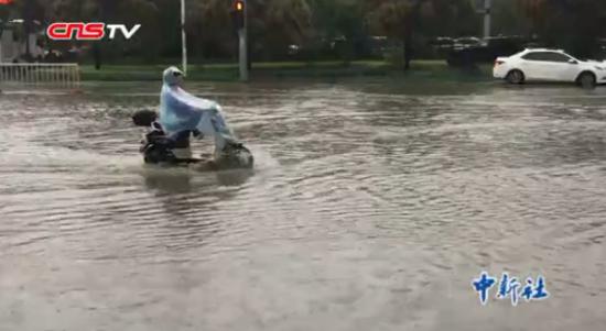 福州遭遇大暴雨袭击 多地被淹看海模式开启