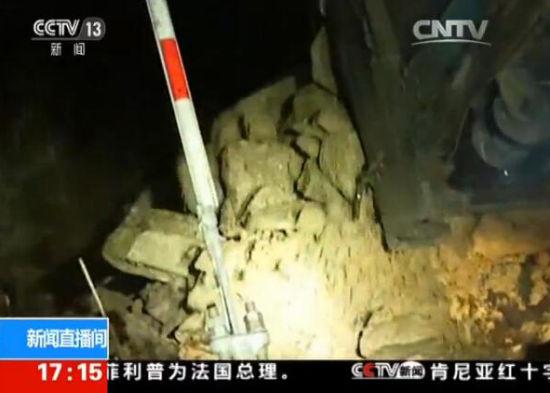 福建龙岩:强降雨引发险情 连夜抢修转移