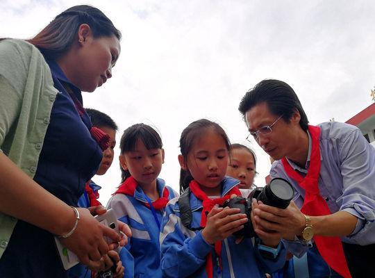 中国首个摄影希望小学成立20年