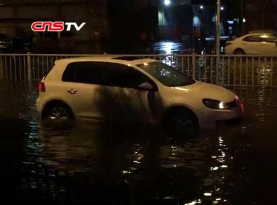 大暴雨夜袭福州开启横扫模式 市区多处积水严重