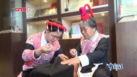 探秘畲家最美的凤凰装:传承人兰曲钗和他的裁缝店