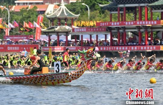 """海峡两岸龙舟文化节开幕 """"诗""""和""""龙舟""""传承中华文化"""
