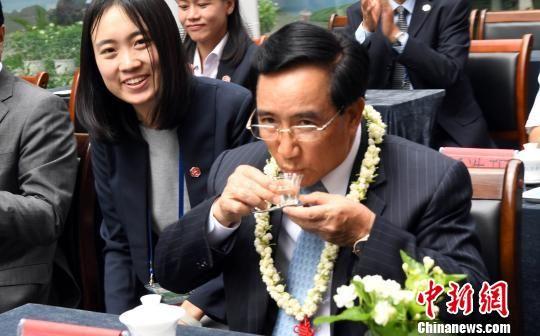 老挝国家副主席体验福州茉莉茶韵