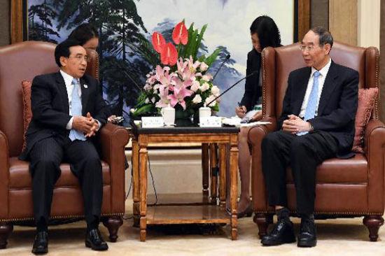 尤权会见老挝人民革命党代表团