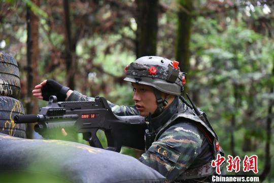 武警福建总队南平片区特战队员雨中激战正酣