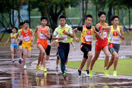 福州市田径锦标赛落幕 669名小选手雨中逐梦