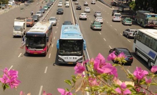 澳门真人博彩娱乐官网公交通达城市每个角落 定制巴士打造升级版公交