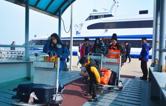 """泉州""""海上春运""""首日 泉金航线运送旅客372人次"""
