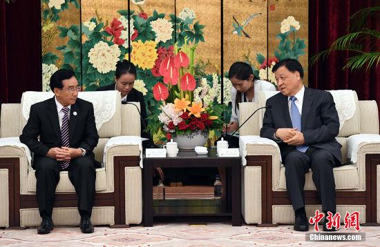 刘云山会见老挝国家副主席潘坎·维帕万