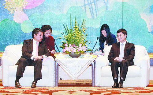裴金佳会见菲律宾民主人民力量党总裁、参议长阿奎里诺·皮门特尔
