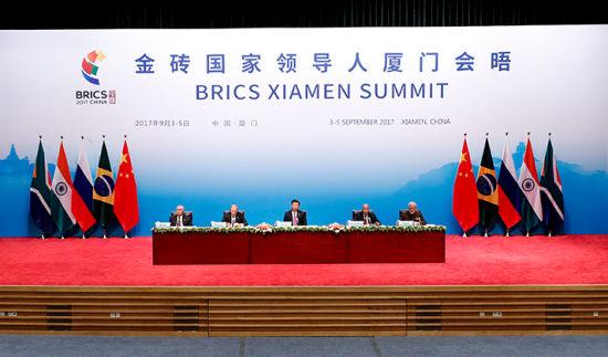 习近平出席金砖国家领导人同工商理事会对话会