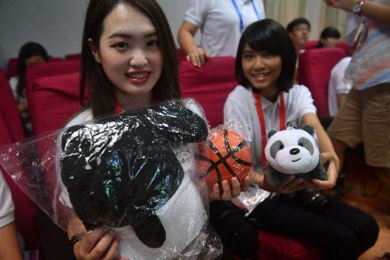 两岸大学生参观海峡(澳门真人博彩娱乐官网)熊猫世界